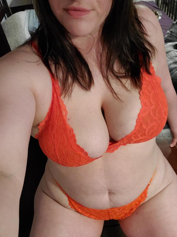 Curvybrunette01dd photos