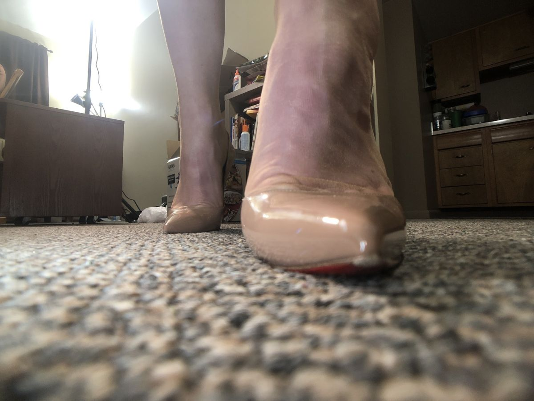 Giantess Carly photos